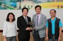 市長頒發本市參加「105年度藝術教育貢獻獎」獲獎學校調整2.jpg