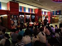東原國小校友會理事長蘇俊忠先生與學弟妹溫馨相聚在影院