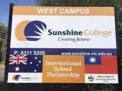 澳洲墨爾本寄來學生證,歡迎六位下營國中的學生成爲2018 Sunshine College 的一員。