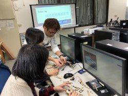 和順國中辦理「遙控雷切機器手臂」研習 —老師體驗新興科技物聯網的技術