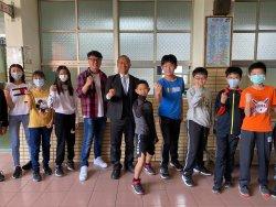 瀛海中學校園今天充滿童趣,近三百位小六生展開學習新體驗