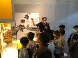 光榮實小創意開學 讓小一新鮮人愛上恐龍