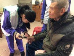 柳營國中&柳營農會&華山基金會在寒冷的冬天為獨居老人送上愛心和溫暖