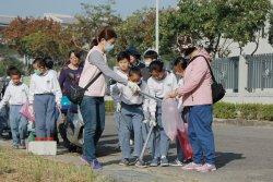 歲末敦親睦鄰感恩有您 臺南慈濟高中國小部掃街活動