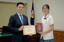 長榮中學第八年獲哈佛校友會書卷獎    直升班葉聿軒領此殊榮