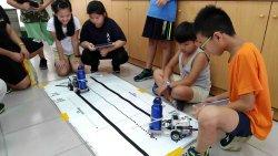 指揮機器人玩相撲 大文國小學童玩上癮