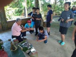 光榮國小「夏日樂學」課程,帶領學童走訪口社寮阿立祖公廨。
